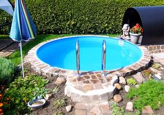 A small, fine swimming pool for a small, enchanting garden. So the quick refreshment in summer is secured in between 😉 pool Source by poolsana Small Terrace, Terrace Garden, Diy Pergola, Stock Tank Pool, Small Swimming Pools, Above Ground Pool, Plantation, Cool Pools, Diy Garden Decor