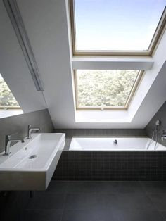 Small Bathroom Design Trends and Ideas for Modern Bathroom Remodeling Projects - Dachgeschoss - Bathroom Decor Small Attic Bathroom, Loft Bathroom, Modern Bathroom, Vanity Bathroom, Narrow Bathroom, 1950s Bathroom, Bathroom Vintage, Double Sink Bathroom, Bathroom Plumbing