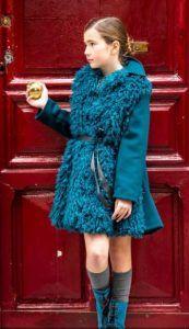 abrigo-y-chaleco-de-pelo-azul-de-belle-chiara