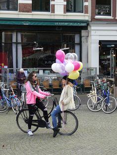 Lol met ballonnen op de Plaats