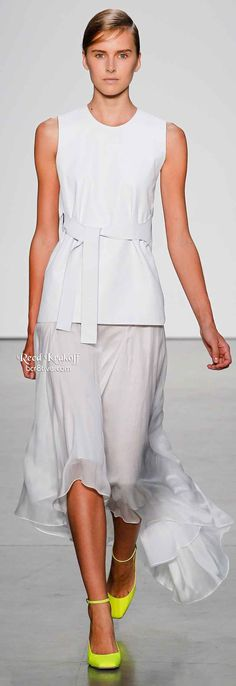 Reed Krakoff Spring 2014 is filled with lightweight layering, asymmetrical hemlines & silky dresses,& pants. Styles are ultra feminine. Diva Fashion, Runway Fashion, Fashion Images, Fashion Ideas, Reed Krakoff, Silky Dress, Summer Chic, 2016 Trends, White Fashion