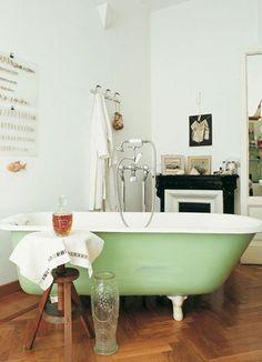 Banheiro verde com branco e castanho | Eu Decoro