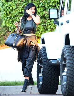 Kylie Jenner is now driving the Jeep that French bought Khloe Kylie Jenner Outfits, Kendall And Kylie Jenner, Celine, Jenner Girls, Girl Fashion, Fashion Outfits, Stylish Outfits, Vogue, Kardashian Style