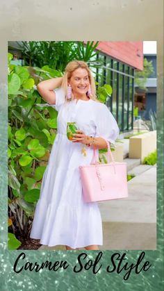 Looking for the perfect summer to fall transition jelly purse? The Angelica Jelly Tote from Carmen Sol is the perfect cute and versatile handbag. This luxury jelly handbag is made in Italy, eco-sustainable and rose scented. Whether you are taking a trip to the beach for vacation, heading into the city for work, or meeting friends for girls night, this bag will be your trusted friend. Check out the Baby pink color! Summer Beach Looks, Baby Pink Colour, Autumn Summer, Girls Night, White Dress, Purses, Dresses, Fashion, Girls Night In