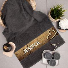Mit diesem Handtuch ist Verwechslungsgefahr ausgeschlossen. Unsere Handtücher sind natürlich auch eine schöne Geschenkidee.  #geschenkidee #geschenke #geschenkemitnamen Gifts For Birthday, Childrens Gifts, Gift For Boyfriend, Nice Asses