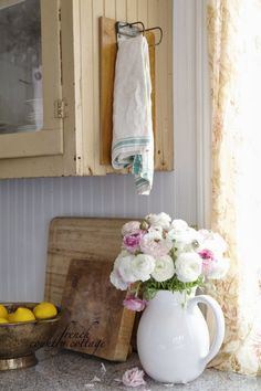 A Repurposed Clipboard in a Farmhouse Kitchen - this vintage clipboard is mounted to a cabinet and is used to hang kitchen towels - via French Country Cottage - Diy for Home Decor French Country Kitchens, French Country Cottage, French Country Style, Cottage Style, Country Cottages, Country Charm, Vintage Country, Country Life, Farmhouse Style