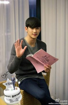 KIM SOO HYUN posted this pic of him on his official weibo account thanking fans for birthday wishes. We you KSH Weibo update : Asian Actors, Korean Actors, Korean Dramas, South Corea, Song Joong, Joong Ki, My Love From Another Star, Drama Fever, Yoo Ah In