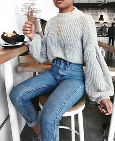 How To Wear Boyfriend Jeans 12 Styling Ideas Ecemella Sweater weather inspo fall outfit look with Grey knitted sweater and denim jeans 80s Fashion, Look Fashion, Fashion Outfits, Womens Fashion, Fall Fashion, Fashion Mode, Fashion Vintage, Fasion, Trendy Fashion