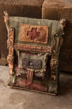 (99) Одноклассники Post Apocalyptic Clothing, Post Apocalyptic Fashion, Post Apocalypse, Brown Leather Purses, Leather Pouch, Leather Handbags, Boho Bags, Leather Projects, Leather Working