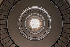 Galería de Escaleras Art decó y Bauhaus bajo el lente de Balint Alovits - 12