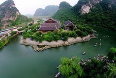 Located in the centre of the province of Ninh Binh, 80 km from the city of Hanoi to the south, Trang An is a complex of scenic landscapes and historical and cultural heritages.