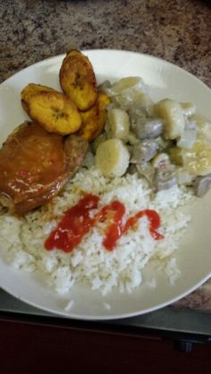 Yum. White rice baked chicken & guineos en escabeche with fried sweet plantains