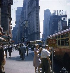 Manhattan: Broadway toward 44th street (1955)