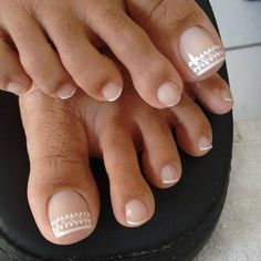 Semi-permanent varnish, false nails, patches: which manicure to choose? - My Nails French Pedicure, Pedicure Nail Art, French Tip Nails, Toe Nail Art, Manicure, French Stiletto Nails, Acrylic Nails, Pretty Toe Nails, Cute Toe Nails