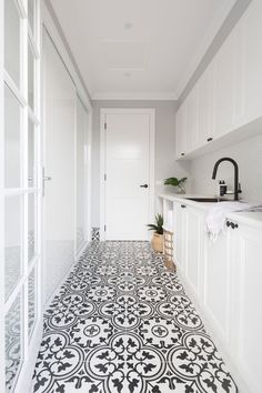 Mudroom Laundry Room, Laundry Room Remodel, Laundry In Bathroom, Hamptons Kitchen, Hamptons House, The Hamptons, Hampton Style Bathrooms, Modern Laundry Rooms, Laundry Room Inspiration