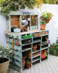 PALLET GARDEN TABLE....absolutely love this!!  Featured on our BEST DIY Pallet Ideas!  http://kitchenfunwithmy3sons.com/2016/01/fun-finds-friday-the-best-diy-wood-pallet-ideas.html/