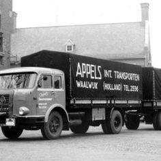 Appels Int. Transport. Geparkeerd voor het Oude Raadhuis.