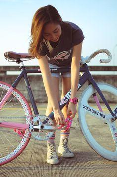 Fixi Bike, Bike Suit, Track Cycling, Cycling Girls, Bicycle Women, Bicycle Girl, Bike Photography, Fixed Gear Bike, Cycle Chic