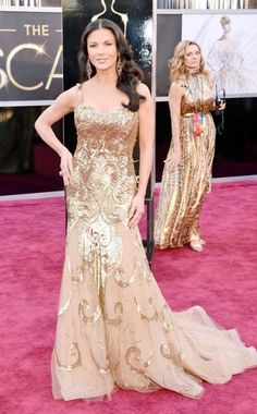 Catherine Zeta-Jones arrives at the 85th Annual Academy Awards, 2013, wearing a glittering gold Zuhair Murad Couture gown. #oscars #redcarpet