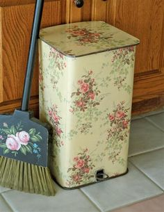 Roses Lidded Waste Bin...love this for my kitchen!