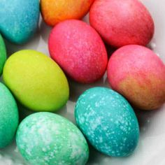 Make pretty speckled Easter Eggs and learn how to dye eggs with rice and food Food Coloring Egg Dye, Coloring Easter Eggs, Easter Egg Dye, Easter Egg Crafts, Rainbow Rice, Easter Activities For Kids, Kids Plates, Cup Of Rice, Egg Shape