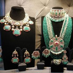 Fulfill a Wedding Tradition with Estate Bridal Jewelry Indian Jewelry Sets, Indian Wedding Jewelry, Royal Jewelry, Gold Jewellery, Rajput Jewellery, Indian Weddings, Beaded Jewelry, Stylish Jewelry, Fashion Jewelry