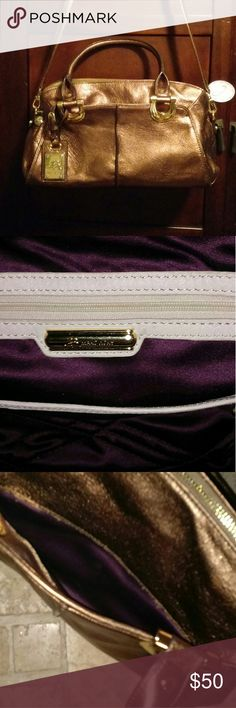9615ab27704b8 Inside is perfect purple with white leather. Corners are