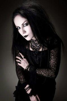 Ella Amethyst, gothic model