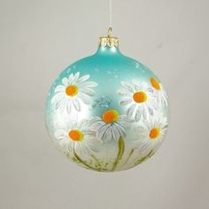 A touch of summer this Christmas? Beautiful daisies inhabit this globe, and bring the memories of warmer days. Marek Morawski the lead ornament artist at P. Wiktoria in Łódz, Poland and original des Painted Christmas Ornaments, Christmas Door Decorations, Hand Painted Ornaments, Handmade Ornaments, Christmas Wreaths, Christmas Bulbs, Christmas Crafts, Glitter Ornaments, Ball Ornaments