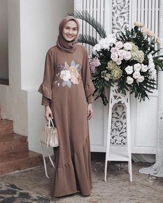 Ideas For Dress Maxi Lace Beautiful Kebaya Dress, Dress Pesta, Hijab Dress, Kebaya Hijab, Abaya Fashion, Modest Fashion, Fashion Dresses, Trendy Dresses, Nice Dresses