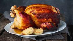 Presný a overený postup, ako sa dopracovať k tomu najdelikátnejšiemu pečenému kuraťu. Grilled Whole Chicken, Stuffed Whole Chicken, Roasted Meat, Wooden Tables, Casserole, Bbq, Spicy, Grilling, Tasty