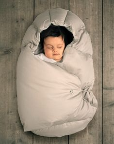 Baby Barolo Cocoon Bag. Must find one for camping