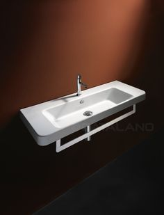 Washbasin 0, 1 or 3 tapholes. Suitable for wall-hung, semi inset or sit on installation.