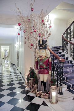 Florist McQueens' breath-taking Christmas installation at Claridge's in London | Flowerona