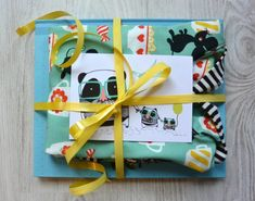 Kummilahja vol.2 + DIY Nappilista huppariin - Punatukka ja kaksi karhua Vol 2, Gift Wrapping, Gifts, Gift Wrapping Paper, Presents, Wrapping Gifts, Favors, Gift Packaging, Gift