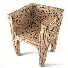 """""""Azul Chair"""" de Fernando et Humberto Campana. Superposition et juxtaposition de déchets industriels pour créer un fauteuil recyclé."""