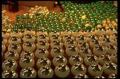 el Pueblo Mágico de #Tlalpujahua en donde anualmente y en un promedio de 150 talleres artesanales, se elaboran alrededor de 100 millones de esferas, de las cuales, el 60 por ciento de dicha artesanía se exporta a diferentes países
