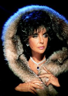 Elizabeth Taylor bad ass in furs Classical Hollywood Cinema, Hollywood Icons, Golden Age Of Hollywood, Vintage Hollywood, Hollywood Stars, Classic Hollywood, Hollywood Actresses, Elizabeth Taylor Style, Elizabeth Taylor Jewelry