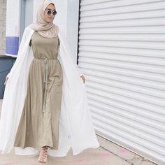 langes Kleid mit Strickjacke Hijab The post langes Kleid mit Strickjacke Hijab appeared first on Vur Modest Wear, Modest Dresses, Modest Outfits, Modest Clothing, Islamic Fashion, Muslim Fashion, Modest Fashion, Hijab Mode, Abaya Mode