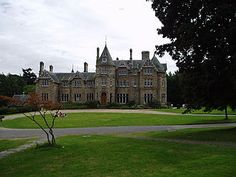 Vogrie House - Wikipedia Castle House, Cottage Homes, Purple Flowers, To Go, Explore, Mansions, Park, Country, House Styles