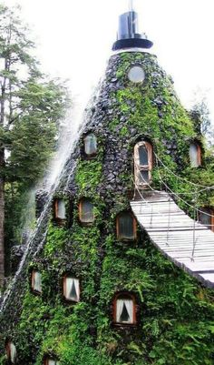 Weird house, i would love it
