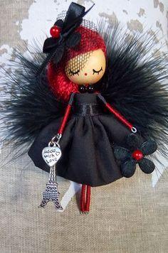 doll brooch jewelry doll Paris by Delafelicidad on Etsy Yarn Dolls, Felt Dolls, Fabric Dolls, Paper Dolls, Sock Dolls, Crochet Dolls, Clothespin Dolls, Felt Brooch, Flower Fairies