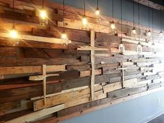 You will be amazed and astonished with this brilliant and awesome pallet wood wall built with imperfect pieces of pallet wood. Its awesome and amazingly decorated with the cross Now do not worry of wasting broken pieces of pallet wood. you can create this amazing abstract masterpiece out of scrap.