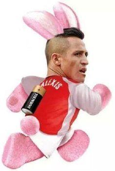 Piłkarz Arsenalu Londyn z baterią w plecach • Alexis Sanchez został królikiem Duracella • Śmieszny mem z Chilijczykiem • Zobacz >> #sanchez #alexis #arsenal #football #soccer #sports #pilkanozna