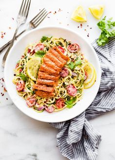 Cajun Smoked Salmon Zucchini Noodles salad makes a tasty paleo no cook meal! Chopped vegetables, zucchini noodles, smoked salmon in a kickin cajun sauce. Zucchini Noodles Salad, Zucchini Pasta, Noodle Salad, Veggie Noodles, Healthy Eating Recipes, Raw Food Recipes, Veggie Recipes, Healthy Lunches, Fish Recipes
