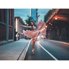 dance photography Fade into you Dance Picture Poses, Dance Photo Shoot, Dance Poses, Yoga Poses, Ballet Dance Photography, Gymnastics Photography, Ballet Pictures, Dance Pictures, Dance Aesthetic