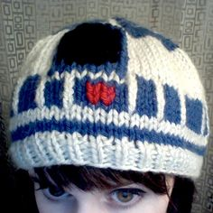 R2D2 hat... knitting idea @Sheri | Pork Cracklins Braun ... Bud likes this!
