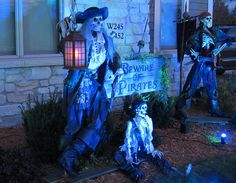 Theme Party Ideas for Your Next Bash Pirate Halloween Decorations, Pirate Halloween Party, Pirate Decor, Halloween Displays, Halloween Skeletons, Outdoor Halloween, Halloween House, Spooky Halloween, Halloween Themes