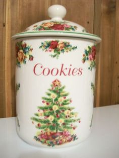 Royal Albert Old Country Roses Classic Christmas Tree Cookie Jar Christmas Cookie Jars, Christmas China, Christmas Dishes, Christmas Tablescapes, Holiday Cookies, Royal Albert, Biscuit Cookies, Cookie Dough, Vintage Cookies