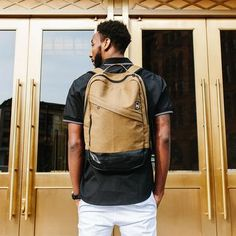 Alchemy Goods creates urban bags and accessories from recycled bike inner tubes. Denim Backpack, Leather Backpack, Leg Sleeves, Laptop Sleeves, Urban Bags, Commuter Bag, Stylish Backpacks, Green Girl
